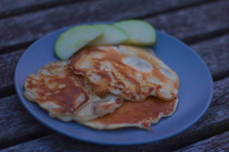 Gemakkelijk pannenkoeken recept met appel en honing!
