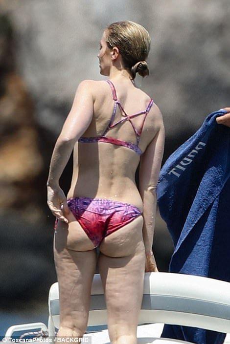 Emily blunt ass in underwear photos 814