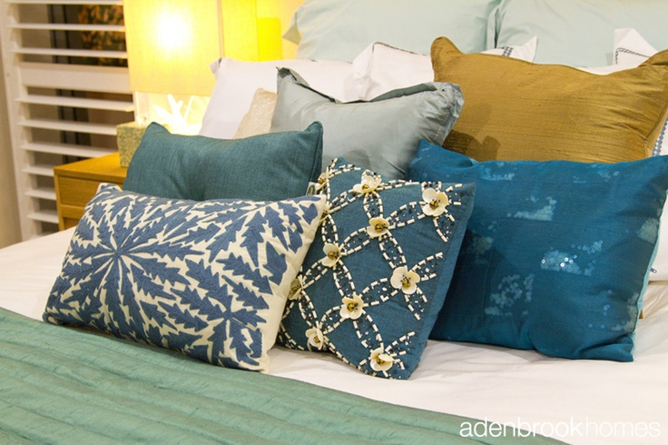 Pillows and cushions in Beach Life theme in bedroom