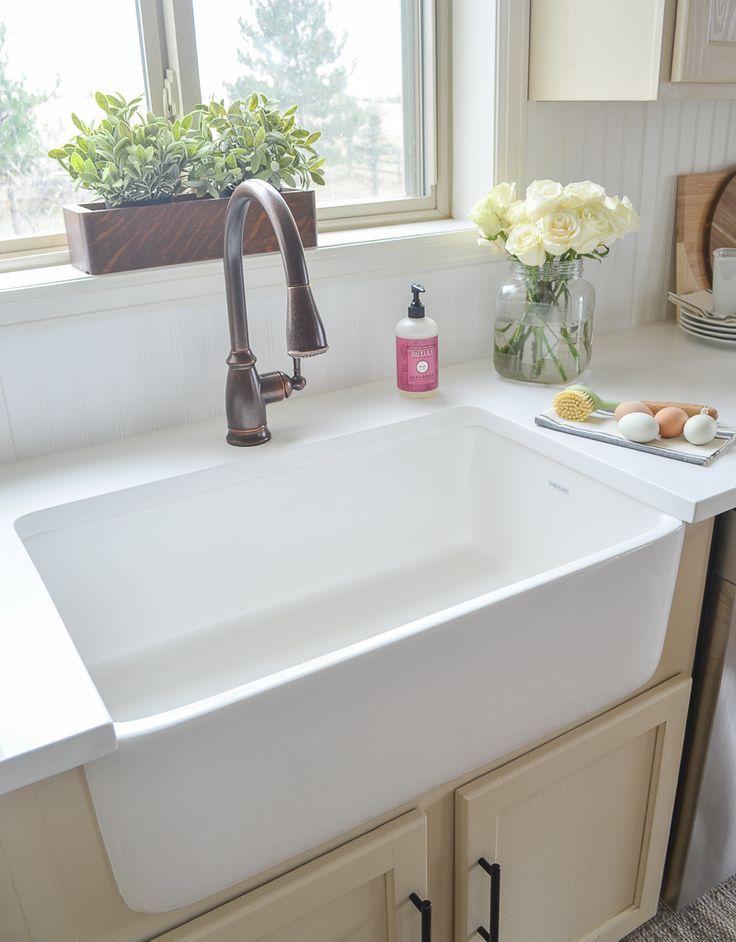 Undermount single-bowl farmhouse kitchen sink