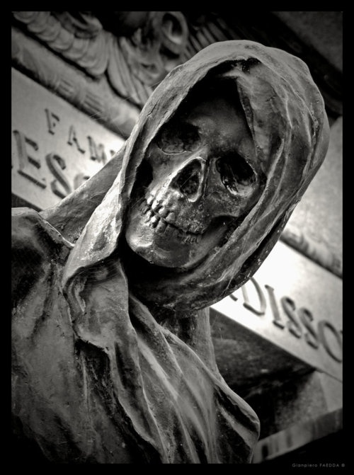 cemetary statue. not an angel, but pretty cool. | Cemetery ...