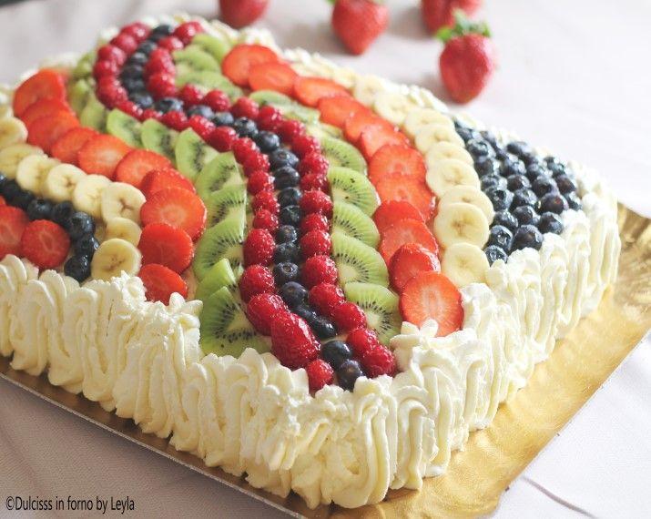 La Torta di frutta rettangolare è una perfetta torta di compleanno. Base allo yogurt, crema e tanta frutta disposta ad onda. Via libera alla fantasia !
