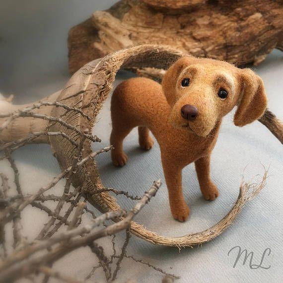 Deze hond is een aangepaste volgorde alleen. Dit is een voorbeeld van mijn werk. Ik zal werk van uw fotos en uw specificaties om het maken van uw favoriete dier. Merinoswol als materiaal en prikkeldraad naalden gebruikt, werk ik geduldig van de vezels wol samen om sculpturen. Het is zo veel plezier en zeer tijdrovend werk. Alle details, zoals neus en poot pads, zijn uit klei gebeeldhouwd. Glazen bolletjes worden gebruikt voor de ogen. Hij meet ongeveer 5 duim in lengte. Ik zou graag vangen…