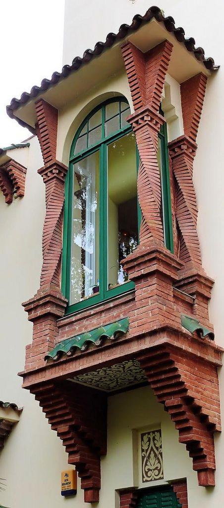 Side View of Window in building of Barcelona - Pg. Bonanova - Casa Muley Afid, 1914, Architect: Josep Puig i Cadafalch (by Arnim Schulz)