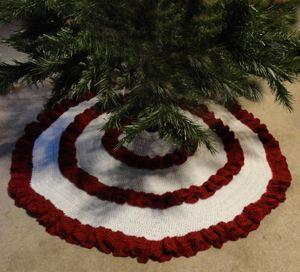 Crochet Ruffle Christmas Tree Skirt - http://www.crochetspot.com/crochet-pattern-ruffle-christmas-tree-skirt/