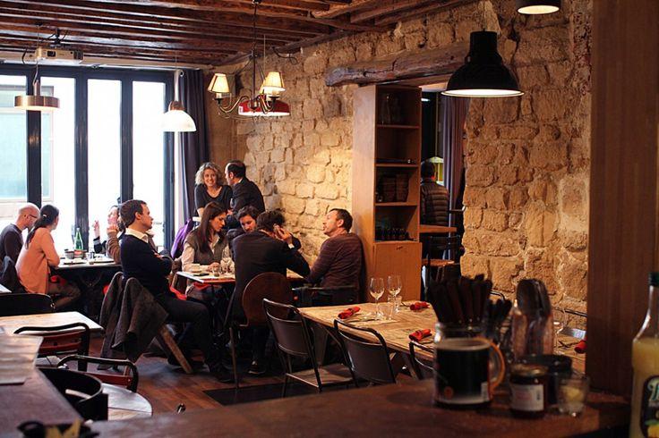 Le Pas Vu Pas Pris - Brasserie (Petites Tables) - menu 12 € midi semaine - 4 rue Saulnier, 75009 (métro Cadet L7)