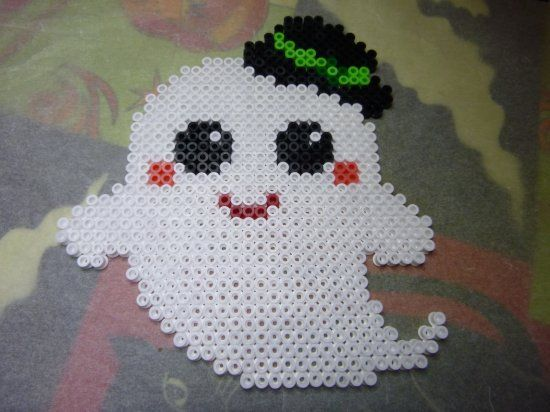 Fantôme en perles Hama  voici mon blog http://mes-petites-creations-13.skyrock.com/