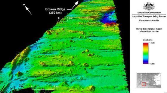 """Avec le vol MH370, la connaissance des fonds océaniques s'améliore : Cette zone """"prioritaire"""" a donc permis aux enquêteurs de mettre à jour des fonds sous-marins peu connus de cette partie de l'océan Indien, notamment le """"Broken Ridge"""".  Ce plateau sous-marin volcanique, formé de crêtes de 300 mètres et de dépressions allant jusqu'à 1400 mètres de profondeur par rapport au sol environnant, est apparu lors de l'écartement entre deux plaques géologiques il y a entre 20 et 100 millions…"""