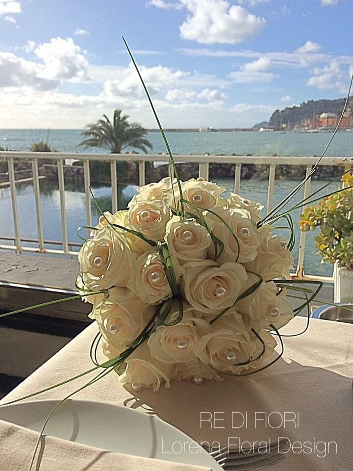 Bouquet with ivory roses and pearls. Bouquet da sposa con rose avorio e perle. Ramo de novia. Brautstrauß.