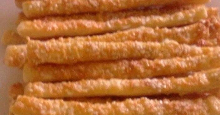 Hozzávalók 4 főre:  20 dkg liszt 10 dkg puha vaj vagy Rama 1,5 dl joghurt só   Kenéshez:  1 tojás  Tetejére:  sajt durva szemű só szezámmag…