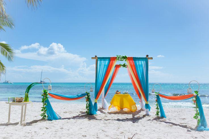 Бирюзовый и оранжевый цвета для свадьбы в Доминикане.