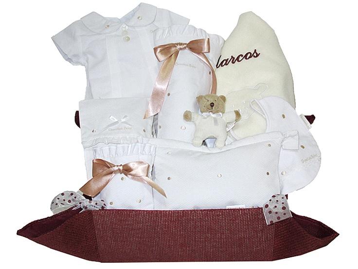 Canastillas para bebés, regalos originales recién nacidos, regalos para sorprender al bebé, regalos nacimiento, bolsos personalizados, mantas bordadas, medidores con el nombre de bebé, tartas de pañales y mucho más. Todo esto y más en www.regalosbebedeluna.com ¡Marca la diferencia!