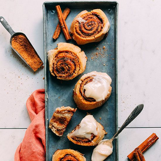 Fluffy and tender vegan, gluten-free cinnamon rolls! Just 10 ingredients and simple methods required for these insanely flavorful and delicious rolls!
