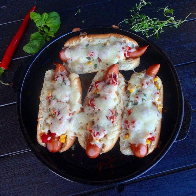 Edel's Mat & Vin : Gratinerte pølser i brød med hot tomatsalsa ♫