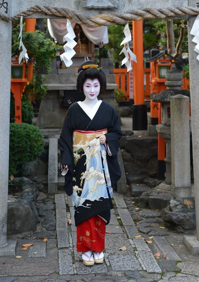 "Geiko Kyouka of Gion Kobu. She is one of the most famous Geiko in Kyoto, has her own  TV-Show ""Koi-Maiko""."