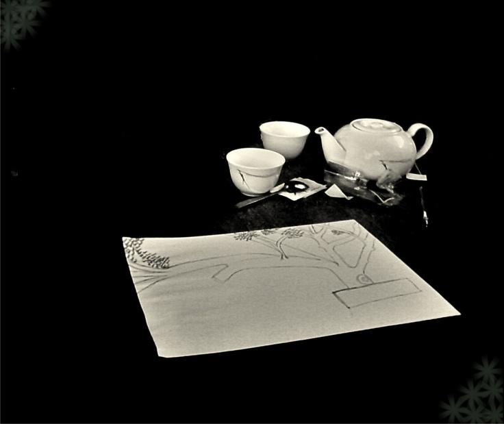 Mitologi dua cangkir teh dan lukisan daun.