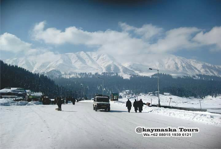 """Heaven on Earth Gulmarg"" YOU ""Must visit for lovers of skiing and glide adventure as the rides here are so mesmerizing, this place is really beautiful, do not miss this place."