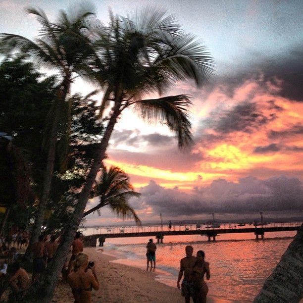 De Boipeba para Barra Grande: Lancha R$70,00 OU DE CARRO: Deixar o carro em Camamu e pegar um barco.  -por do sol no final da praia (à esquerda no cais, caminhada até o rio). -caldo de peixe na ponta do mutá -jantar na cantina do frade. Pratos extremamente baratos e com peixes tipicos. -passeio na feirinha de artesanato a noite -visita à lagoa e à praia de Cassange -ir a pé pra Taipus de Fora (8km) -visitar a Barraca do Raul em Saquaíra. Albergue Barra Grande Tel 73 3258 6117