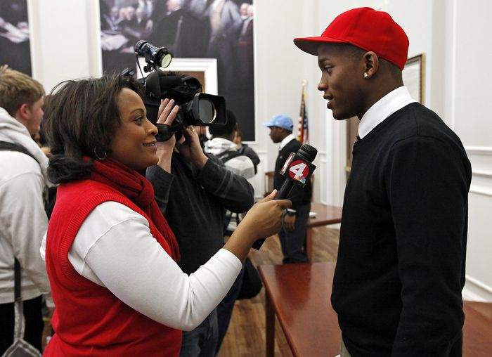 Mom of Ohio State first round pick Darron Lee mom leaving TV news to be NFL 'mom-ager'  http://ift.tt/28LKfA7 Submitted June 18 2016 at 10:38AM by CatDad69 via reddit http://ift.tt/1WTI9Kn