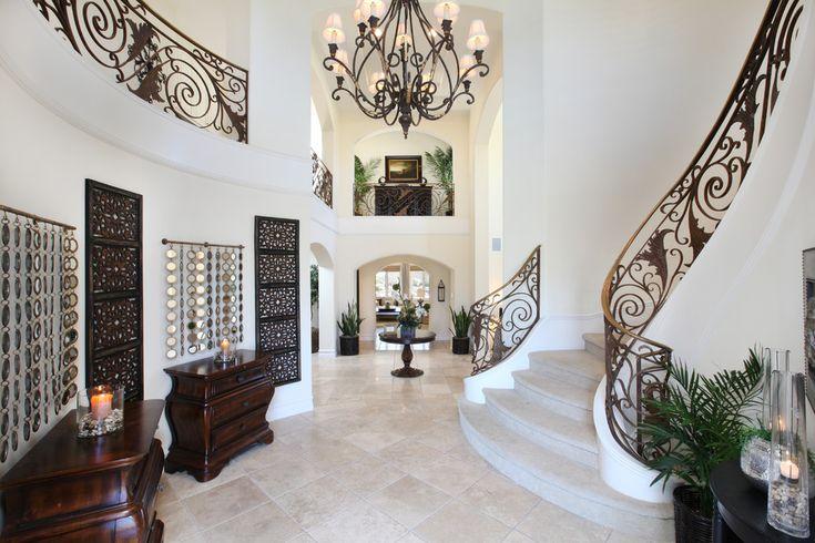 Роскошная лестница с кованными перилами в интерьере в духе арт деко