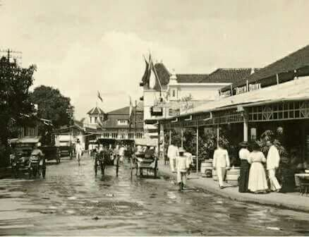 De Bragaweg te Bandoeng circa 1920.