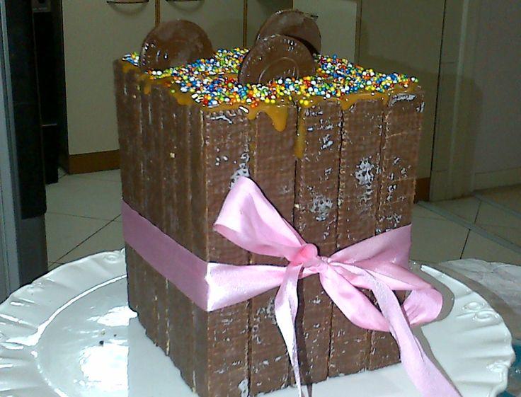 Torta de cumpleaños hecha con super 8