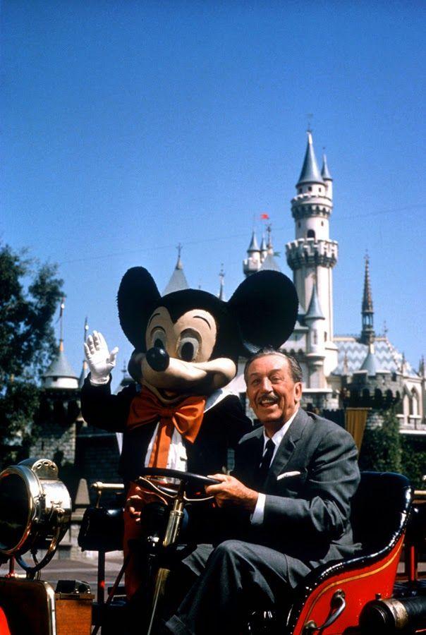 Layanan Google Wallet dan Apple Pay sudah tersedia di Disney Land World