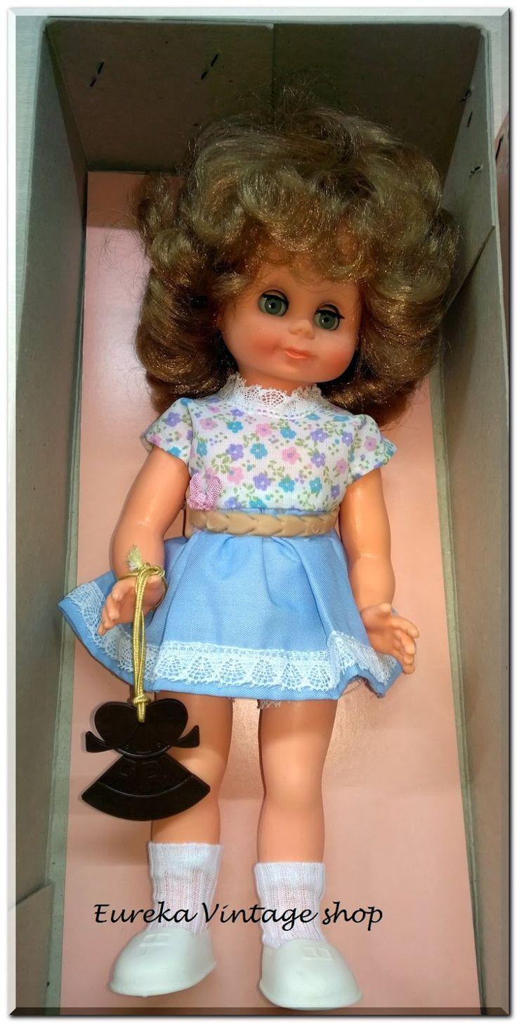 Γλυκύτατη και εκφραστική γερμανική κούκλα ARI αμεταχείριστη με το κουτί της, από την δεκαετία 1970's. Είναι σε άριστη, δείτε τις φωτογραφίες για λεπτομέρειες