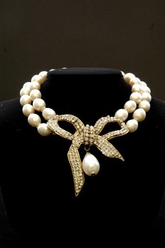 VINTAGE CHANEL FAUX BAROQUE PEARL AND RHINESTONE BOW Designer: CHANEL