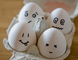 Egg Roulette: Consists of having six eggs, one of which is raw and the rest of which are cooked. The players must hit themselves on the heads with the egg, and the loser is the one who gets the raw egg!