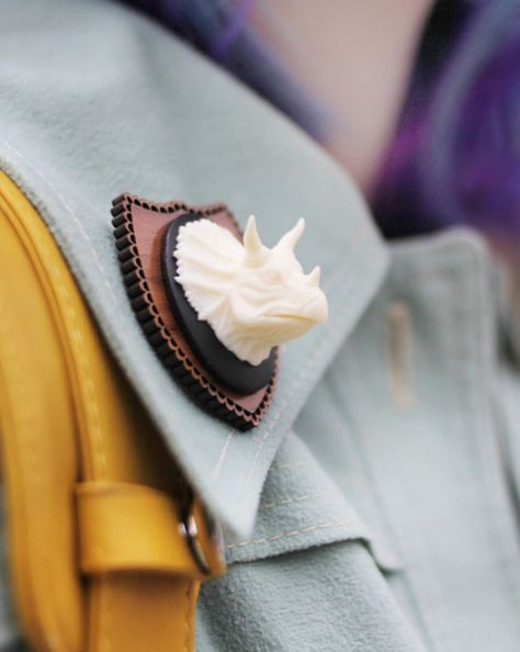 I have always wanted a pin like this.....ever since I saw Kurt Hummel wear that Rhino one on Glee