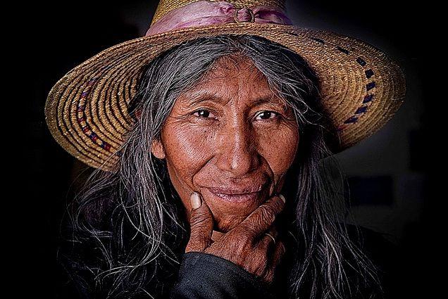 La larga vida posreproductora de las mujeres: una incógnita evolutiva Mujer aimara.