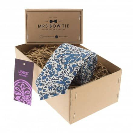 Fabric samples available for purchase on MRS BOW TIE's websiteContemporary yet timeless, Lagos Laurel is a floral and paisley fusion that makes a stylish addition to any outfit. This bold blue works particularly well with navy blues and charcoal greys.This tie is available in the styles below: