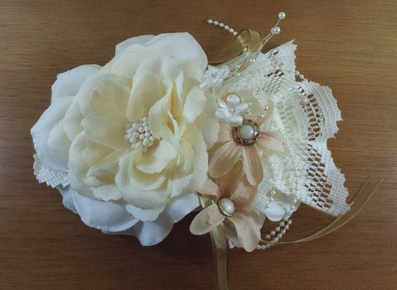 Beautiful flower fascinator with blush, peach, cream and ivory color tones. Perfect for a vintage or shabby chic wedding theme. This item measures