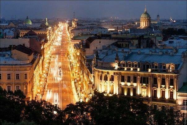 San Petersburgo por la noche