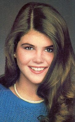 Lori Loughlin before fullhouse, actress from before the time where plastic was beauty, this is real natural beauty , I hope my daughter learns what it means