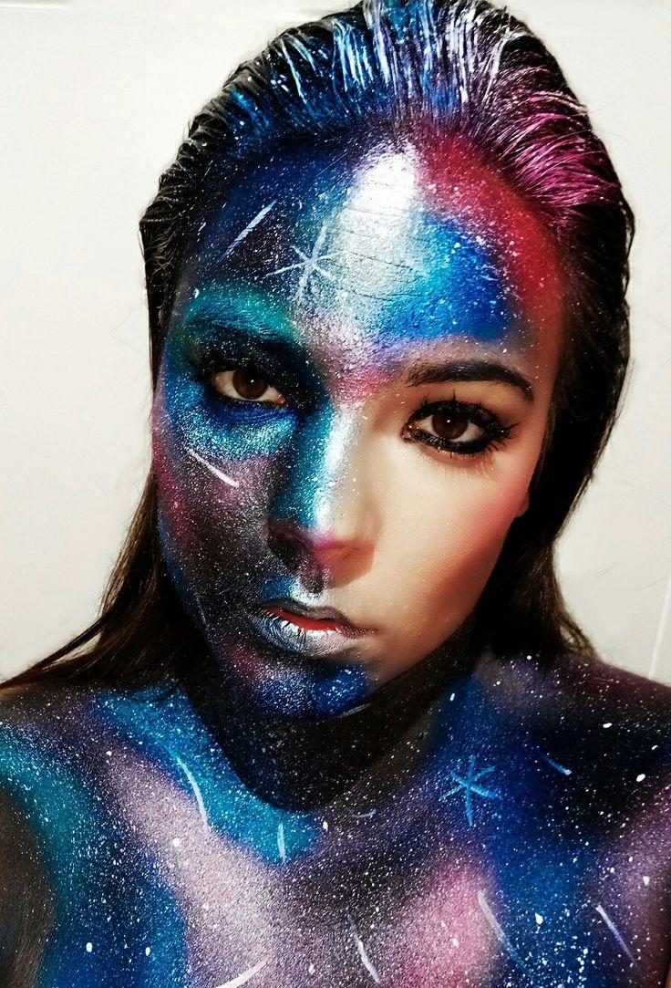 Maquillaje de fantasía inspirado en una Galaxia.