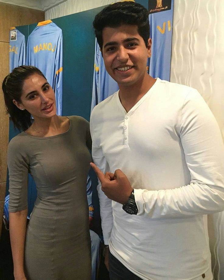 Nargis fakhri pose for a picture with Manthan Seth backstage during the promotions of her upcoming movie #AzharTheFilm.  @nargisfakhri  #nargis #nargisfakhri #azhar #azharthefilm #Bollywood #Celebrity  @iammanthan #bollywood #india #indian #desi #instafashion #instabollywood #instantbollywood  #bollywoodreport  @BOLLYWOODREPORT  . For more follow #BollywoodScope and visit http://bit.ly/1pb34Kz
