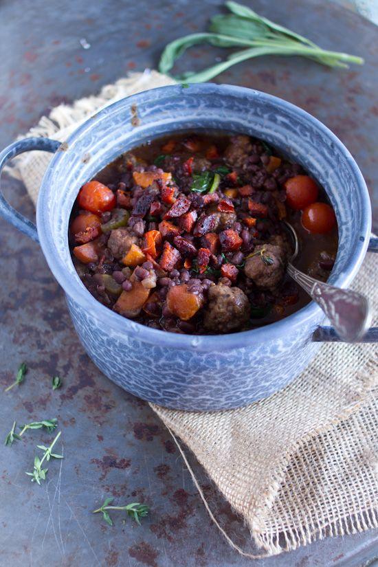 gehaktballetjes aduki bonen tomaten stoofschotel met krokante chorizo