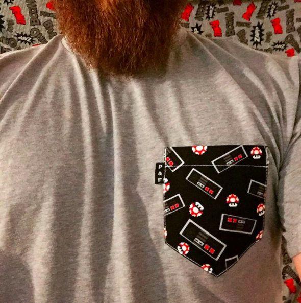 Men's clothing・Pocket tee・Videogames・Pattern・Funny・Montreal ❖ Vêtements pour hommes・Chandail à poche・Jeux Vidéos・Motifs・Montréal