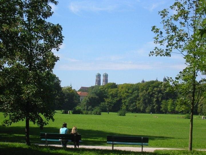 Best Englischer Garten mit Frauenkirche Muenchen Bayern Travel