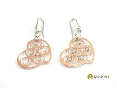 Orecchino rose a forma di cuore sempre indicati.  Maggiori informazioni WWW.lcgori.com