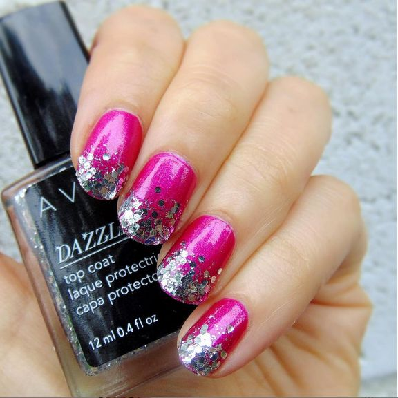 We love @craftynail's look featuring our Dazzlers Top Coat and Nailwear Pro+ Nail Enamel Electric Shades in Hottie.