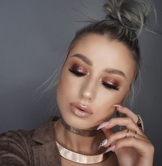 """I think I have to film a tutorial on this?? This glitter is so fucking pretty!! Glitter @maccosmetics """"reigning riches"""" from their holiday collection Lips @gerardcosmetics """"skinny dip"""" liquid lip with @jouercosmetics """"skinny dip"""" gloss (I just realized now they both have the same name lol)"""