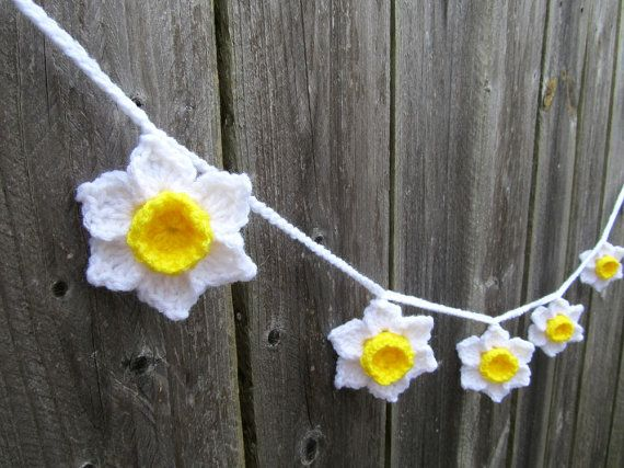 Crochet Daffodils Flower Garland, Yellow and White Narcissus Flower, Crochet Jonquils Banner,  Wedding Flower Garland, Spring Easter Garland
