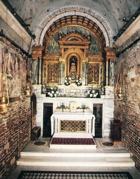 La basilica della Santa Casa . Sorge a Loreto, in piazza della Madonna, al termine della via Lauretana.