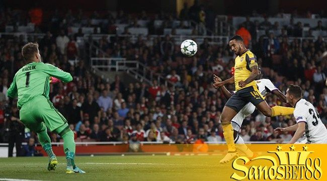 Britain Soccer Football - Arsenal v FC Basel - UEFA Champions League Group Stage - Group A - Emirates Stadium, London, England - 28/9/16 Arsenal's Theo Walcott scores their first goal Reuters / Stefan Wermuth Livepic EDITORIAL USE ONLY.