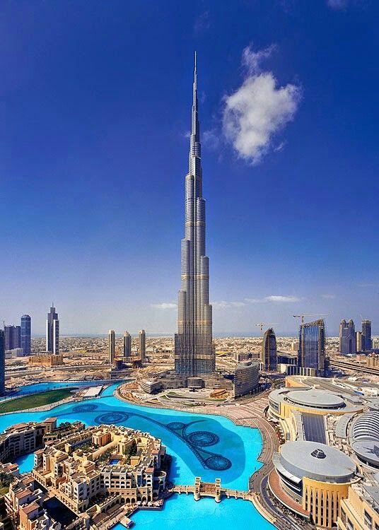 Burj Khalifa, la plus haute tour au monde, et theRing en bas, quartier piéton touristique avec les sublimes Dancing Fountains, et le gigantesque complexe commercial the Mall, en dessous, avec ces magnifiques boutiques luxueuses et restaurants ...
