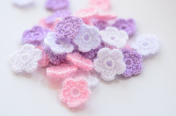 Minimalist wedding decor - table settings - favor adornment - DIY garland Frosty mini crochet daisy flower