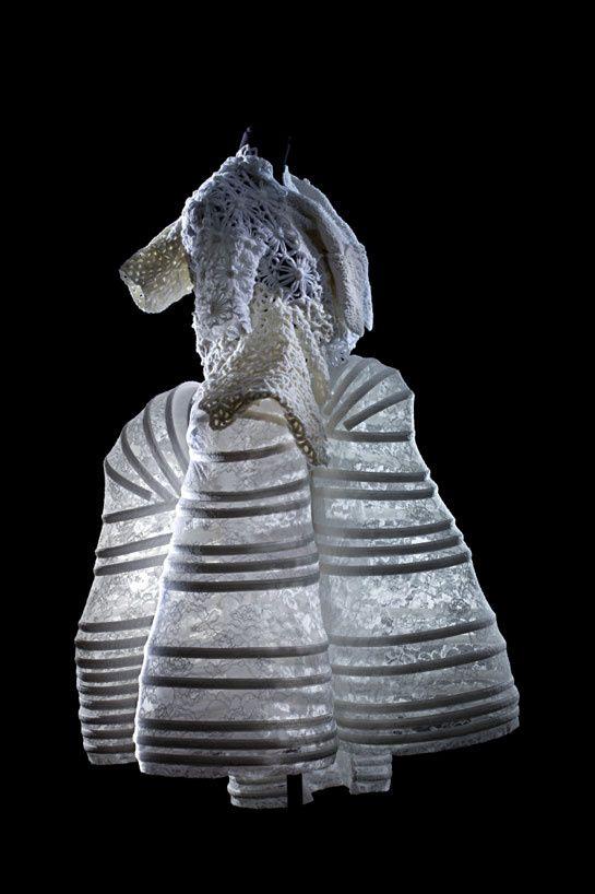 Comme des garçons, Prêt-à-porter, printemps-été 2012 Paris, Les Arts Décoratifs, collection Mode et Textile  © Patricia Canino